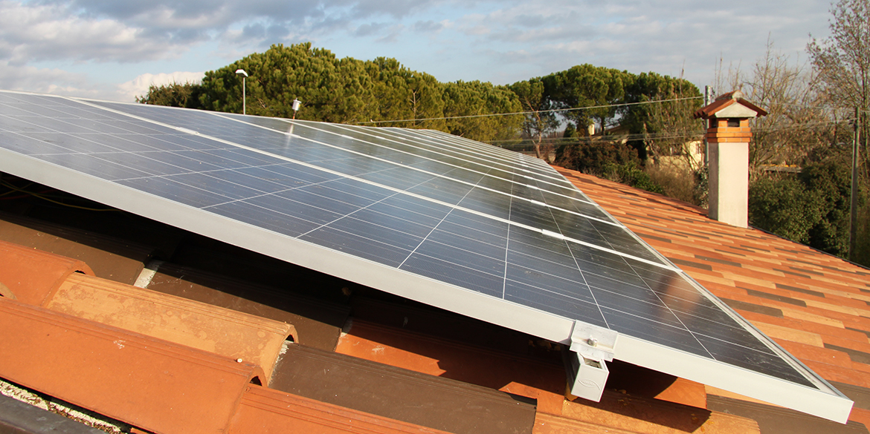 Impianti fotovoltaici   Impianto realizzato da La2R Elettroimpianti   Slide 01